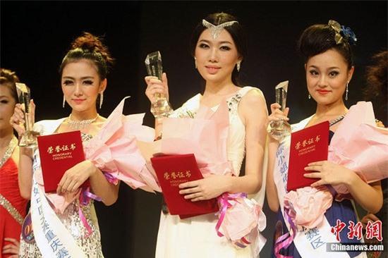 Cận cảnh nhan sắc 5 Hoa hậu bị ném đá dữ dội nhất ở thế giới và Việt Nam - Ảnh 12.