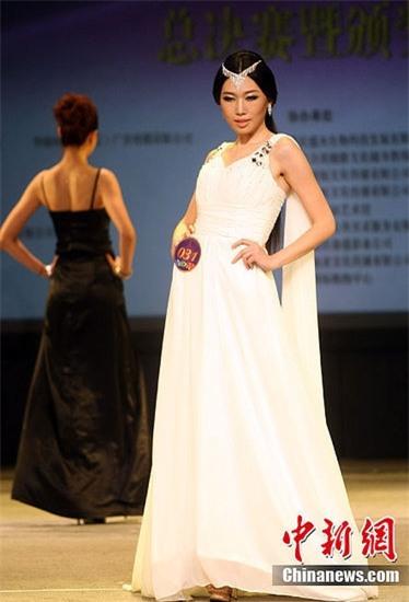 Cận cảnh nhan sắc 5 Hoa hậu bị ném đá dữ dội nhất ở thế giới và Việt Nam - Ảnh 13.