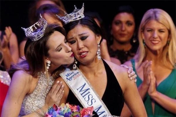 Cận cảnh nhan sắc 5 Hoa hậu bị ném đá dữ dội nhất ở thế giới và Việt Nam - Ảnh 2.
