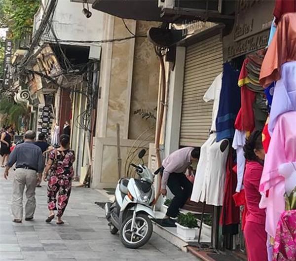 Người đàn ông mang khăn lụa Khaisilk tặng vợ hôm 20-10 nhất quyết đến cửa hàng trả lại - Ảnh 6.