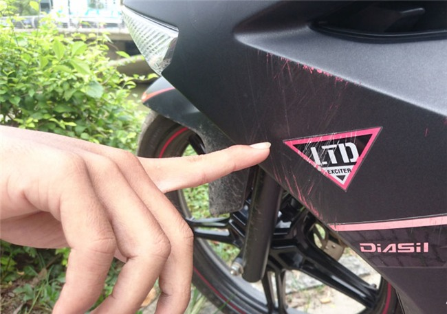 Sốc: Cửa hàng Yamaha sơn lại màu xe Exciter bán cho khách với giá cao