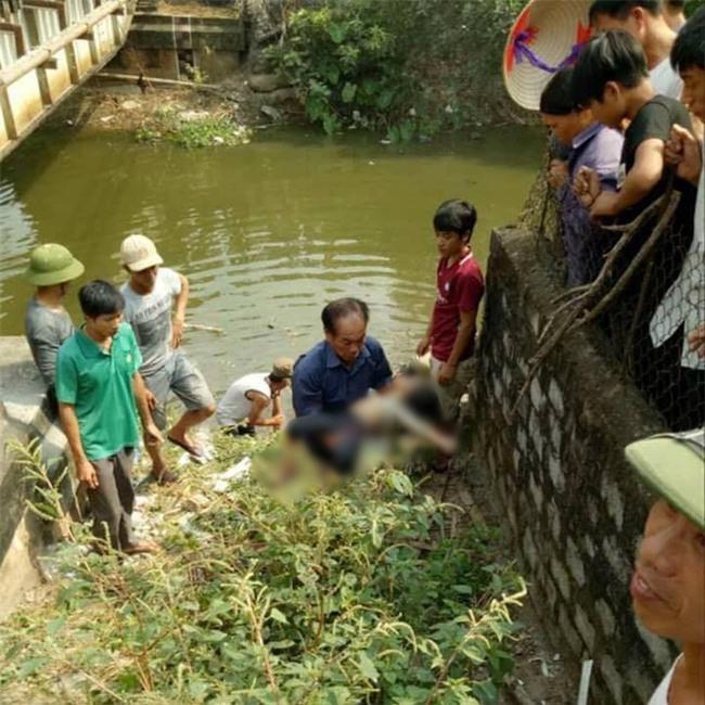 Hà Nam: Không ước lượng được khoảng cách an toàn để đứng chờ khi đoàn tàu sắp lao tới, 2 mẹ con tử vong thương tâm