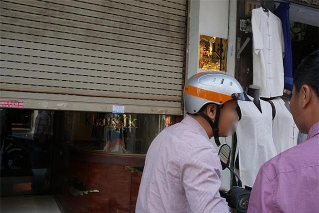 Người đàn ông mang khăn lụa Khaisilk tặng vợ hôm 20-10 nhất quyết đến cửa hàng trả lại - Ảnh 8.