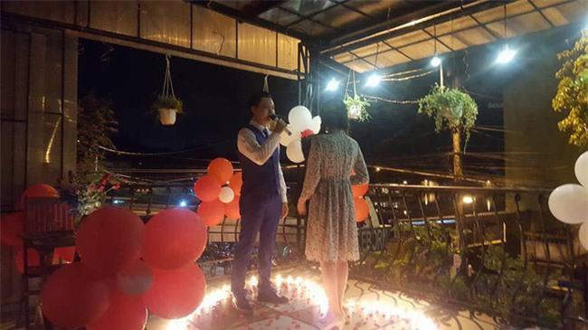 Chàng trai hút trăm nghìn lượt xem khi hát cực lãng mạn để cầu hôn bạn gái-3