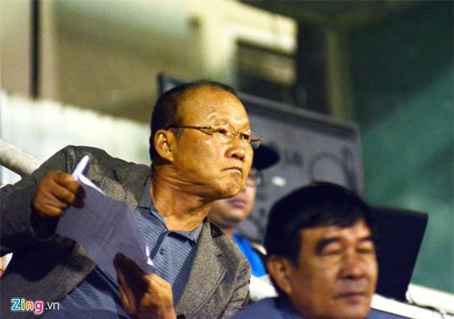 HLV Park Hang-seo xem doi bong cua Cong Vinh thi dau vong 24 V.League hinh anh 1