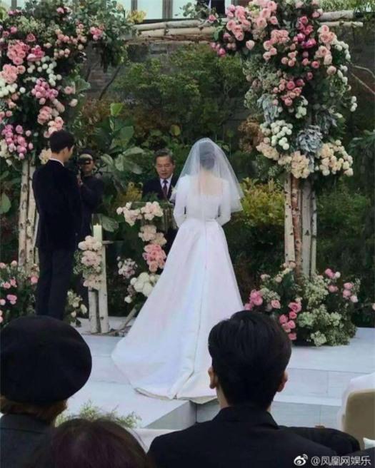 Hóa ra váy cưới của Song Hye Kyo đã được tiết lộ từ trước mà chúng ta chẳng hề hay biết - Ảnh 5.