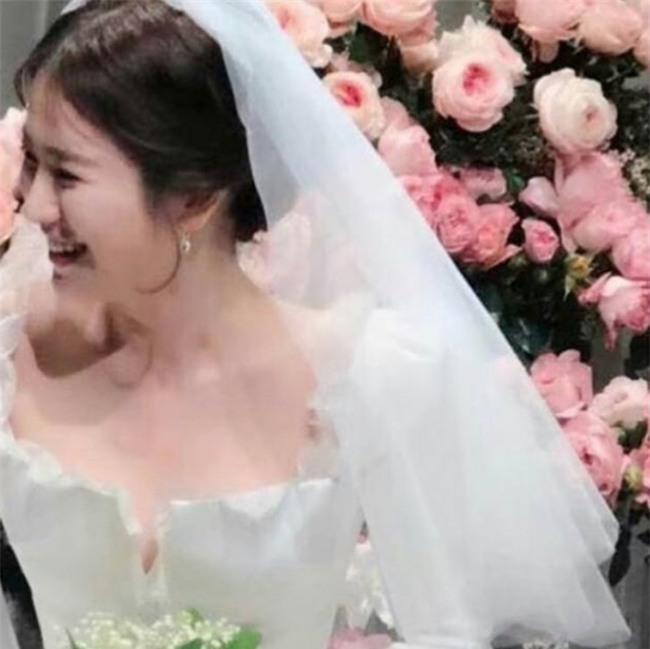 Hóa ra váy cưới của Song Hye Kyo đã được tiết lộ từ trước mà chúng ta chẳng hề hay biết - Ảnh 6.