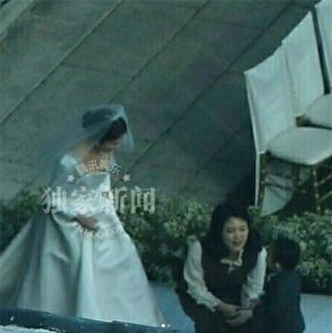 Hóa ra váy cưới của Song Hye Kyo đã được tiết lộ từ trước mà chúng ta chẳng hề hay biết - Ảnh 7.