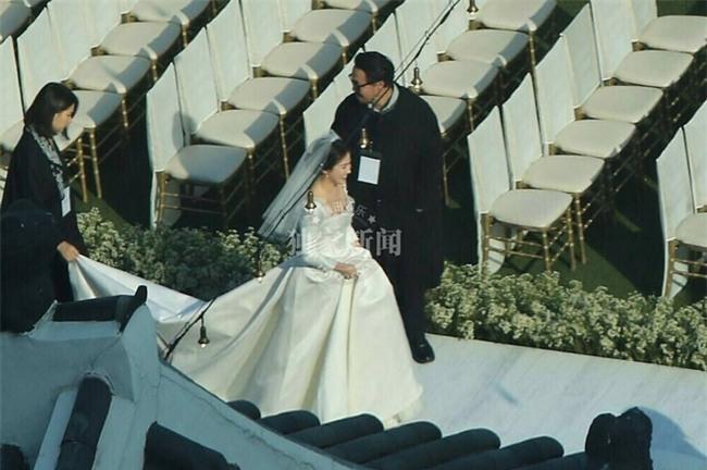 Hóa ra váy cưới của Song Hye Kyo đã được tiết lộ từ trước mà chúng ta chẳng hề hay biết - Ảnh 9.