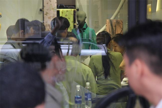 Vụ Khaisilk bán lụa Trung Quốc: Đồng loạt kiểm tra 3 cửa hàng tại TP.HCM - Ảnh 1.