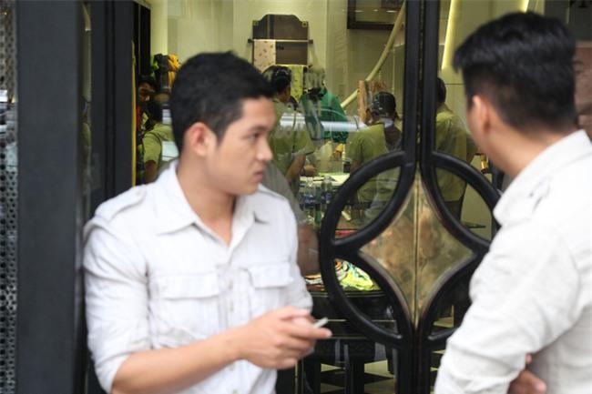 Vụ Khaisilk bán lụa Trung Quốc: Đồng loạt kiểm tra 3 cửa hàng tại TP.HCM - Ảnh 3.