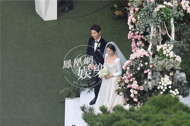 Được ông xã chăm bẵm chiều chuộng, Song Hye Kyo béo lên trông thấy trong ngày trọng đại? - Ảnh 3.