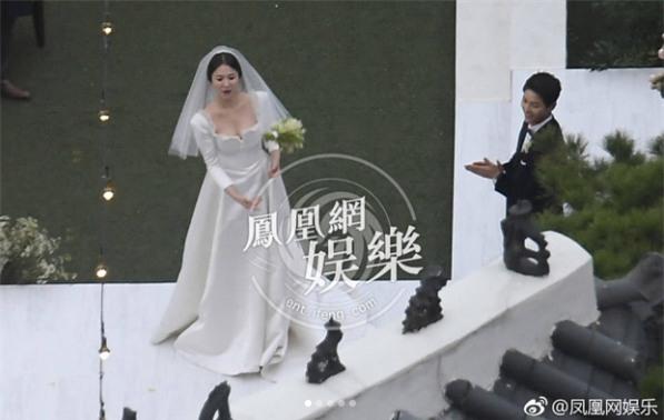 Được ông xã chăm bẵm chiều chuộng, Song Hye Kyo béo lên trông thấy trong ngày trọng đại? - Ảnh 4.