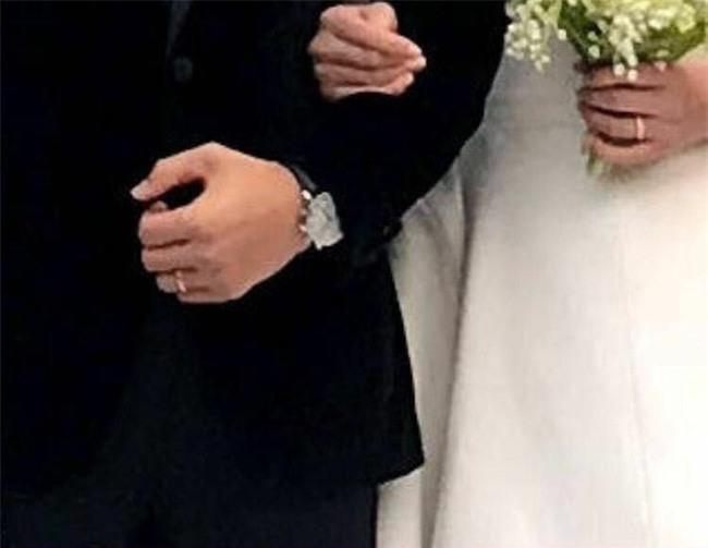 Tuy đơn giản, nhưng trang phục cưới của cặp đôi Song - Song có giá lên tới hơn 3 tỷ đồng - Ảnh 7.