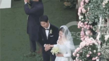 Khoảnh khắc chứng minh Song Joong Ki yêu Song Hye Kyo đến nhường nào trong đám cưới giữa thời tiết lạnh xứ Hàn - Ảnh 7.
