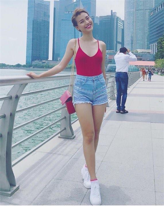 Huyền My gợi cảm - Sơn Tùng lăng xê mốt quần của bố trong street style tuần này-4