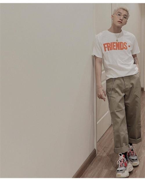 Huyền My gợi cảm - Sơn Tùng lăng xê mốt quần của bố trong street style tuần này-6