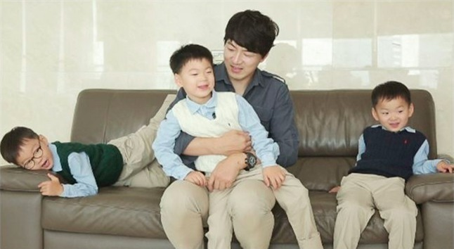 Ông bố quốc dân xứ Hàn và cách dạy 3 con sinh ba đến chuyên gia tâm lý cũng phải khen ngợi - Ảnh 12.