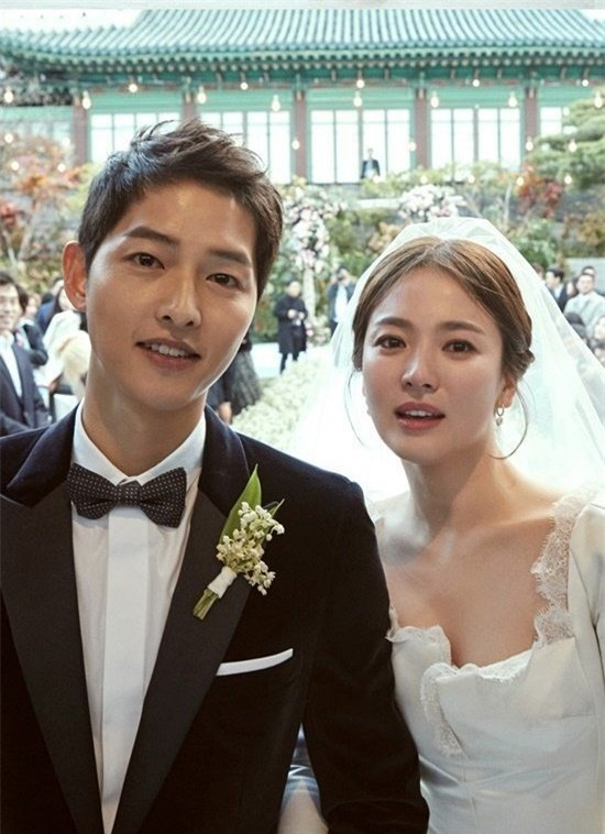 nhung cot moc choi loi trong con duong tinh yeu cua song joong ki - song hye kyo - 13