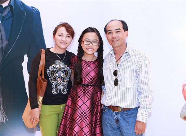 Phương Mỹ Chi: Bố khóc khi đọc báo về scandal của con gái với cô Út - Ảnh 2.