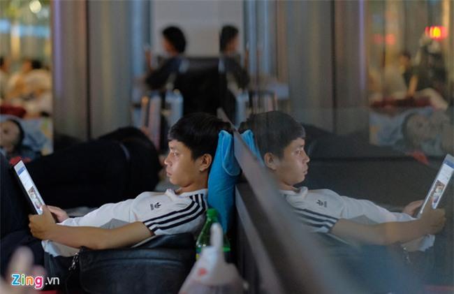Apple Store 'bat luc' giai tan dam dong nguoi Viet cho mua iPhone X hinh anh 2