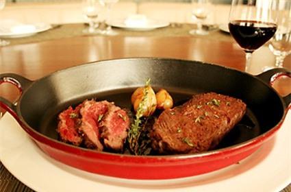 Món bít tết bò Kobe ở nhà hàng Crarftsteak