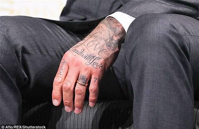 David Beckham khoe hình xăm thứ 5 trong năm 2017 - Ảnh 3.