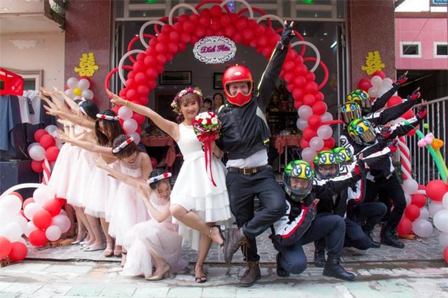 Trang phục cực chất và dàn xế khủng rước dâu trong đám cưới của cặp đôi Sài Thành - Ảnh 4.