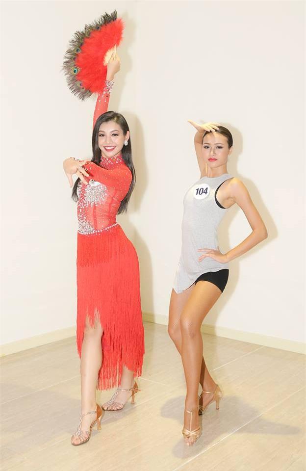 Hoàng Thùy bị nhận xét hát như... tra tấn giám khảo, Mâu Thủy ghi điểm với tài năng múa tại Hoa hậu Hoàn vũ VN - Ảnh 7.
