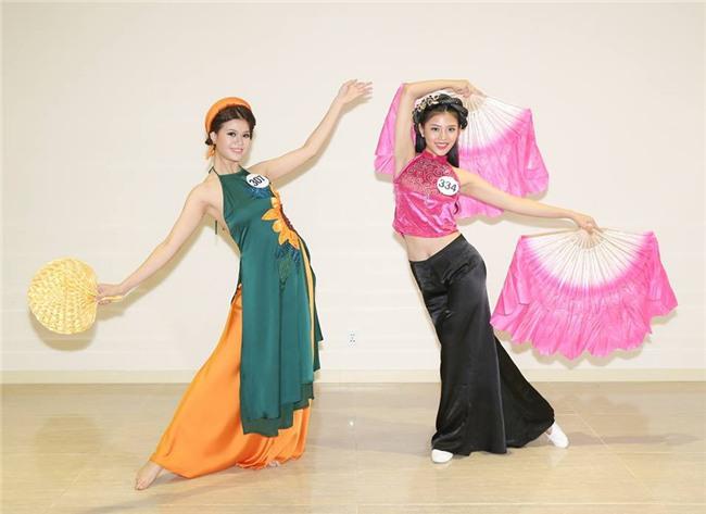 Hoàng Thùy bị nhận xét hát như... tra tấn giám khảo, Mâu Thủy ghi điểm với tài năng múa tại Hoa hậu Hoàn vũ VN - Ảnh 9.
