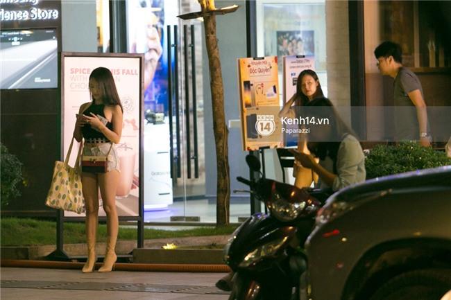 HOT: Midu đi với bạn trai mới, chạm trán Thúy Vi giữa phố đi bộ - Ảnh 15.