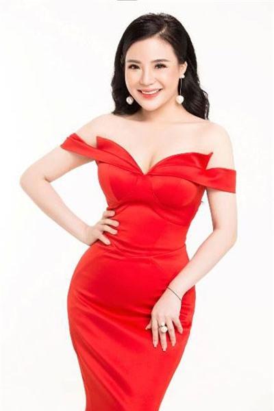Chân dung bà chủ lô mỹ phẩm 11 tỷ không rõ nguồn gốc: Từng được đề cử tham dự Hoa hậu quý bà Châu Á 2017 - Ảnh 5.