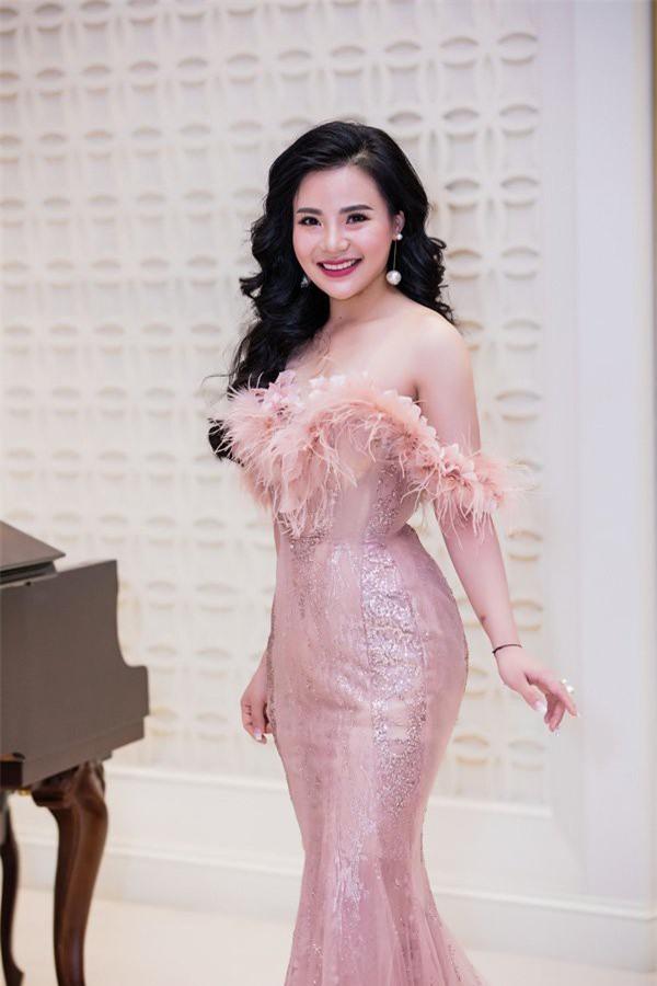 Chân dung bà chủ lô mỹ phẩm 11 tỷ không rõ nguồn gốc: Từng được đề cử tham dự Hoa hậu quý bà Châu Á 2017 - Ảnh 6.