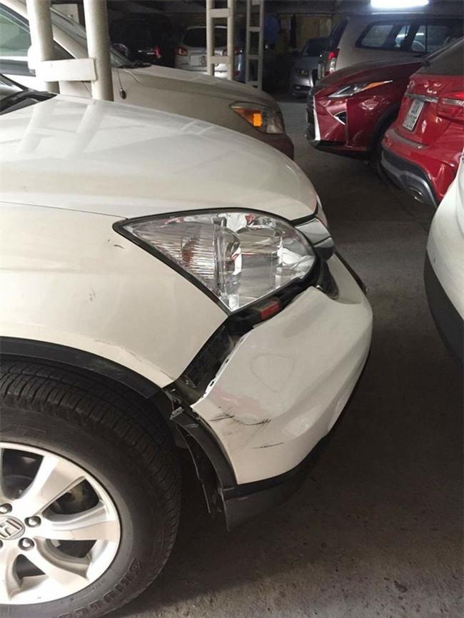 Đụng xe, tài xế hùng hổ dọa đánh người phụ nữ rồi bỗng nhiên nhấn ga bỏ chạy - Ảnh 1.