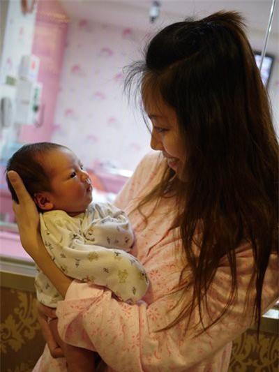 Tổng thu cả tháng 6 triệu, mẹ trẻ nhịn miệng nuôi 2 con bằng bỉm sữa xịn gây tranh cãi - Ảnh 3.