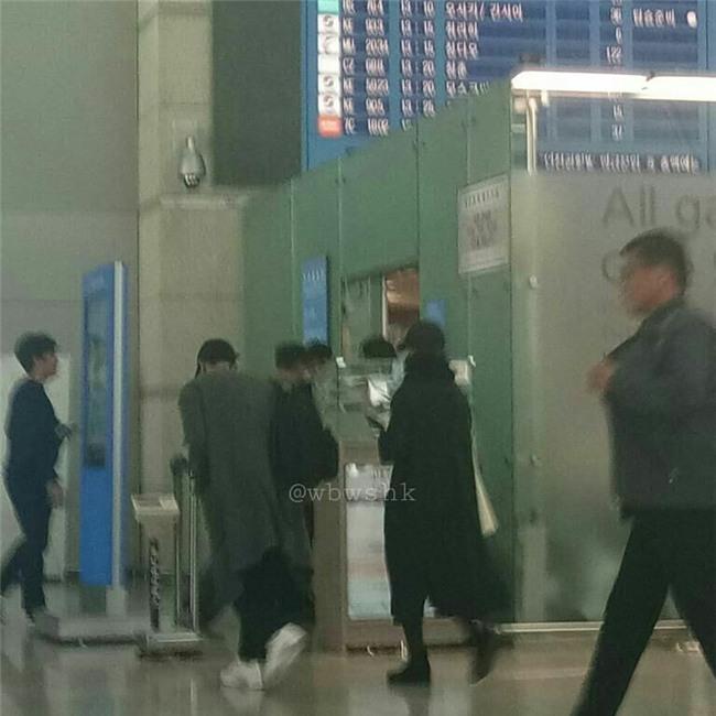 Báo Hàn đăng ảnh độc quyền: Song Joong Ki và Song Hye Kyo xuất hiện tại Tây Ban Nha trong chuyến trăng mật - Ảnh 3.
