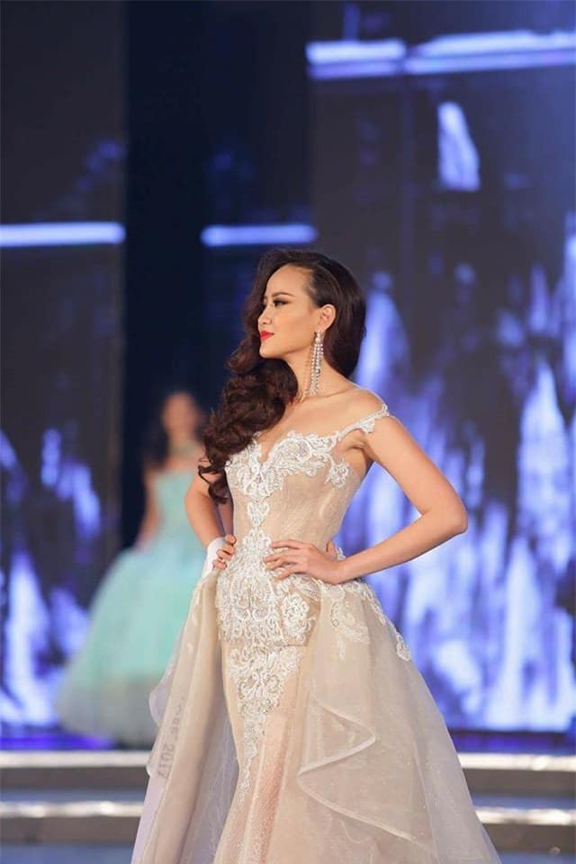 Đi thi trong âm thầm, Khánh Ngân xuất sắc đăng quang Hoa hậu Sắc đẹp Hoàn cầu 2017-2