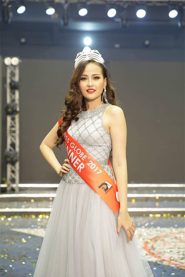 Clip: Khánh Ngân ấp úng trả lời phỏng vấn bằng tiếng Anh với Missosology sau khi đăng quang Hoa hậu Hoàn cầu 2017 - Ảnh 2.