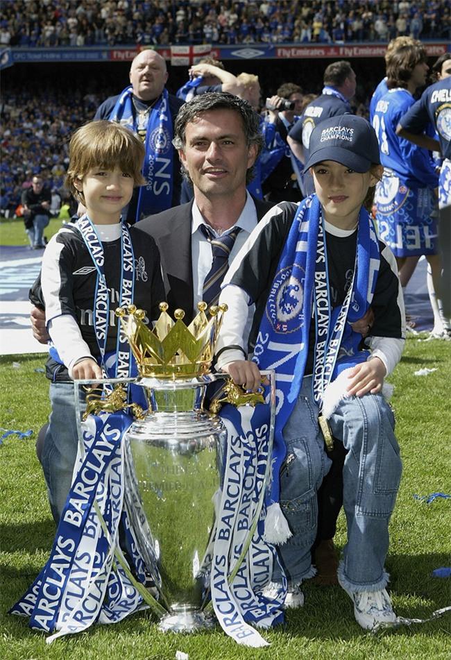 HLV Mourinho hanh phuc mung sinh nhat con gai hinh anh 5