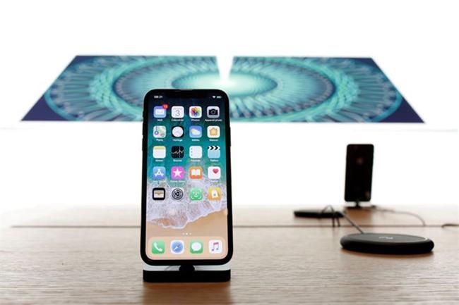 iPhone X dat khach, nhieu dan buon hoi tiec hinh anh 1