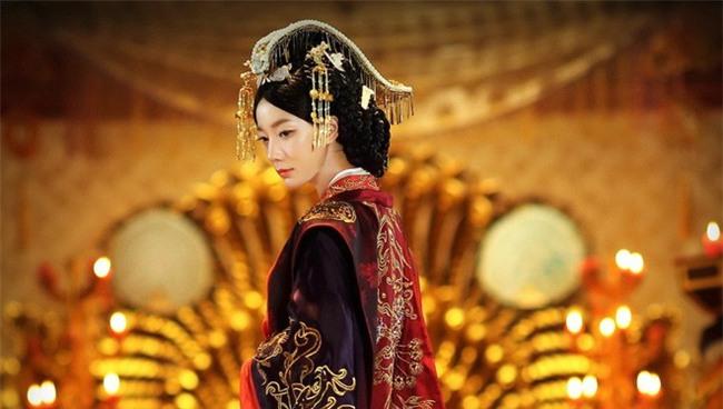 Hoàng hậu Vệ Tử Phu: Xuất thân là ca kỹ, lên ngôi Hậu vì bị hãm hại, khi chết được an táng qua loa nơi vệ đường - Ảnh 6.