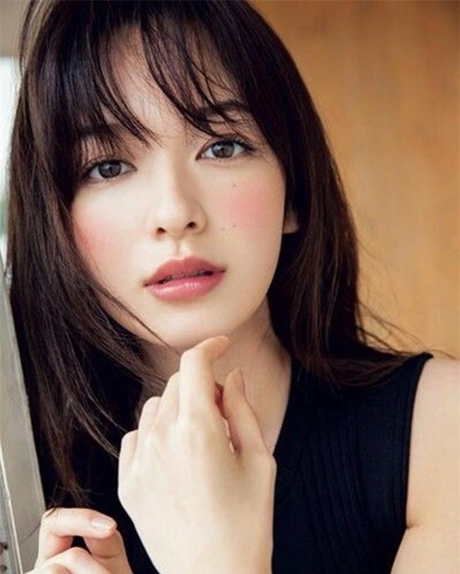 ky cang nhung toi gian makeup mat chinh la bi quyet cua phu nu nhat - 2