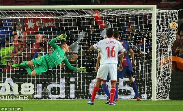 Pizarro gỡ hòa 1-1 cho Sevilla ở hiệp 2