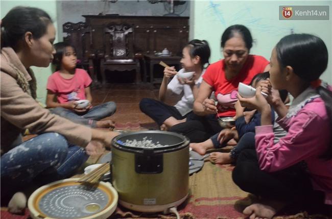 Chuyện lạ giữa Hà Nội: Người mẹ 29 tuổi sinh 8 người con trong vòng 12 năm - Ảnh 6.