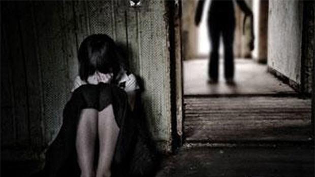 Hôn vào cổ bé gái 13 tuổi, nam thanh niên bị phạt 300.000 đồng - Ảnh 1.
