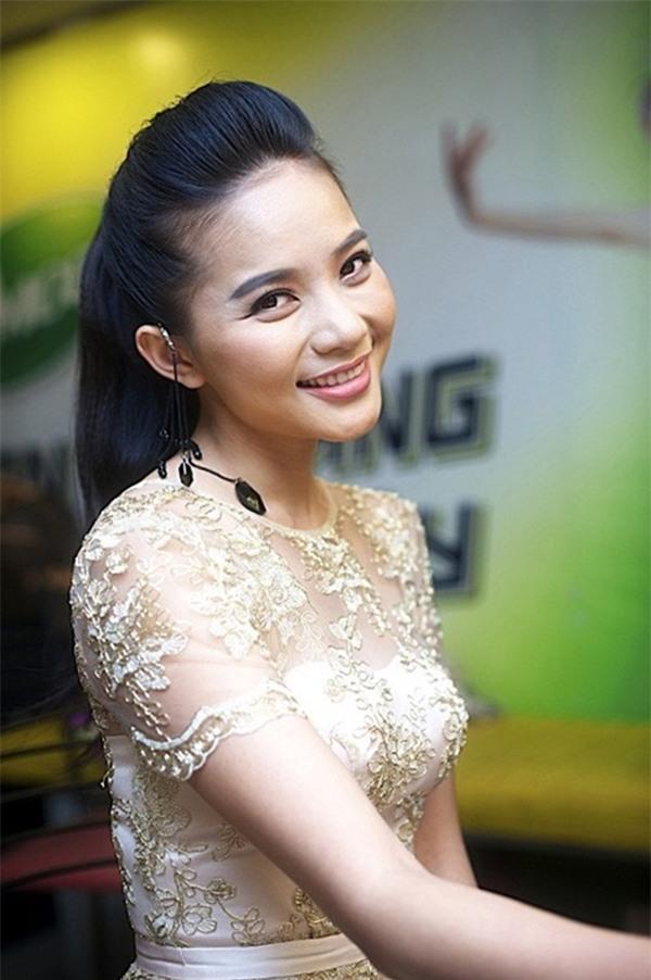 Những hoa hậu tự trả vương miện gây tranh cãi nhất showbiz Việt-12
