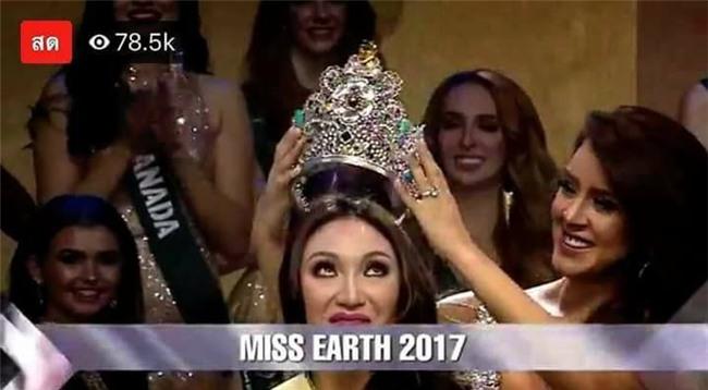 Sự chênh lệch nhan sắc của Hoa hậu Trái đất trước và sau photoshop: Cứ như ảnh avatar facebook và ảnh bị tag vào! - Ảnh 14.