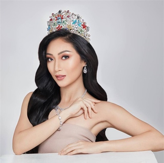 Sự chênh lệch nhan sắc của Hoa hậu Trái đất trước và sau photoshop: Cứ như ảnh avatar facebook và ảnh bị tag vào! - Ảnh 15.
