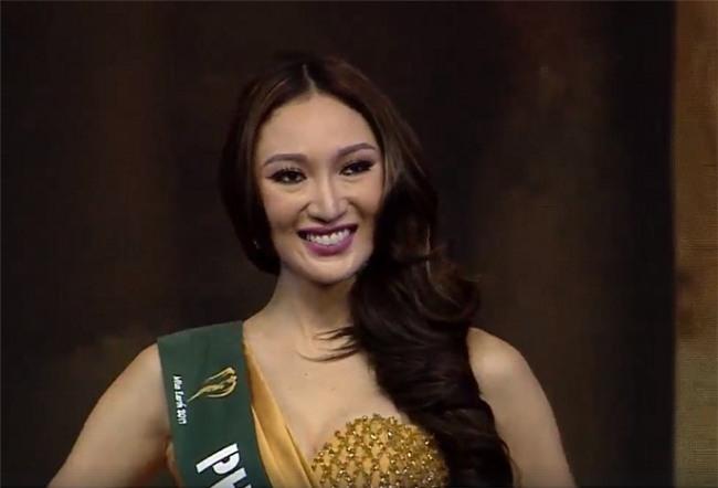 Sự chênh lệch nhan sắc của Hoa hậu Trái đất trước và sau photoshop: Cứ như ảnh avatar facebook và ảnh bị tag vào! - Ảnh 16.