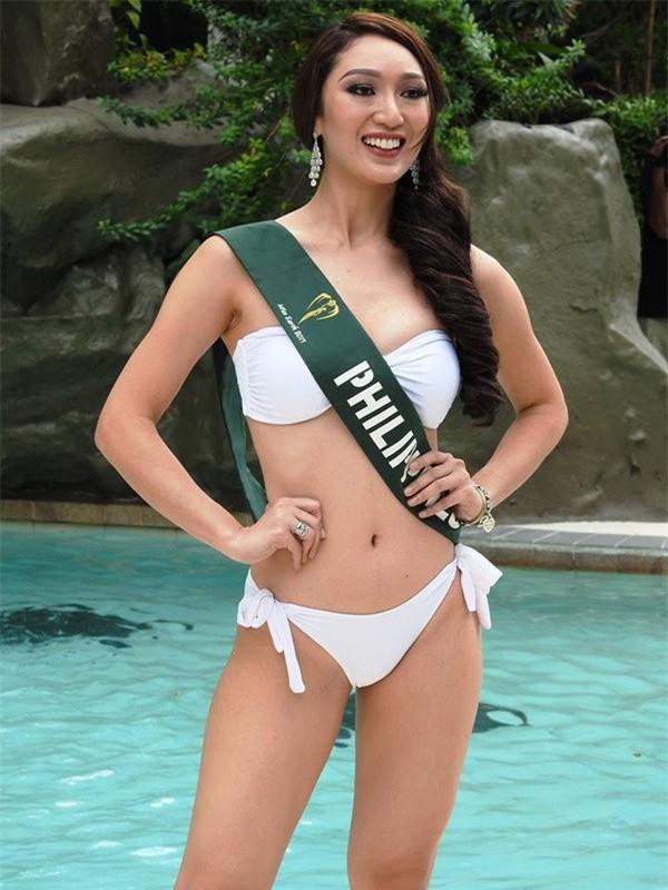 Sự chênh lệch nhan sắc của Hoa hậu Trái đất trước và sau photoshop: Cứ như ảnh avatar facebook và ảnh bị tag vào! - Ảnh 4.
